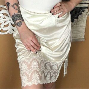 VINTAGE / White satin Like lace Skirt Slip